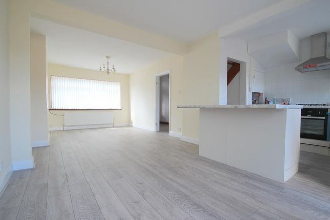 Thumbnail Property to rent in Woburn Avenue, Elm Park