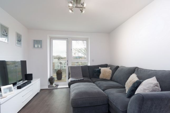 2 bed flat for sale in Manor Way, Borehamwood
