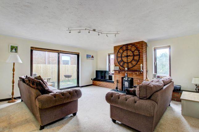 Lounge (1) of Wicken Road, Deanshanger, Milton Keynes MK19