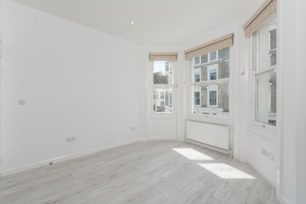 2 bed flat to rent in Campden Hill Gardens, Kensington
