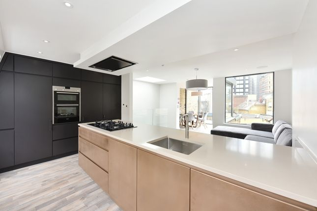 Thumbnail Town house to rent in Holywell Row, Shoreditch, London