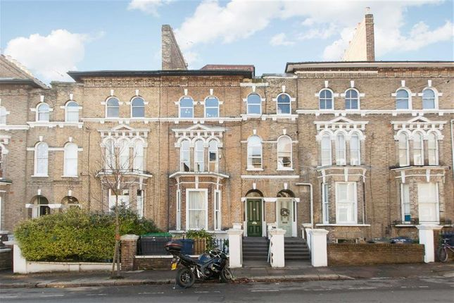 2 bed flat for sale in Alfred Road, London