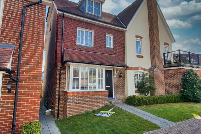 4 bed semi-detached house to rent in Old Common Way, Uckfield TN22