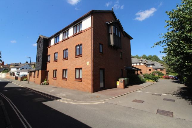 Thumbnail Flat for sale in Lawnsmead Gardens, Newport Pagnell