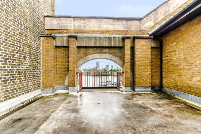Thumbnail Flat for sale in Wapping High Street, Wapping