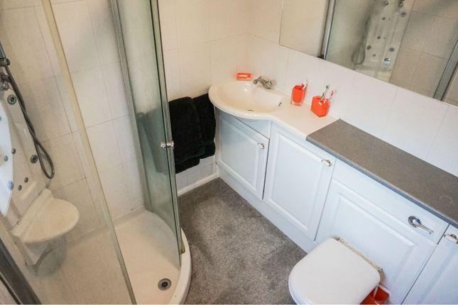 En-Suite of Quarries Way, Kirkby-In-Ashfield NG17