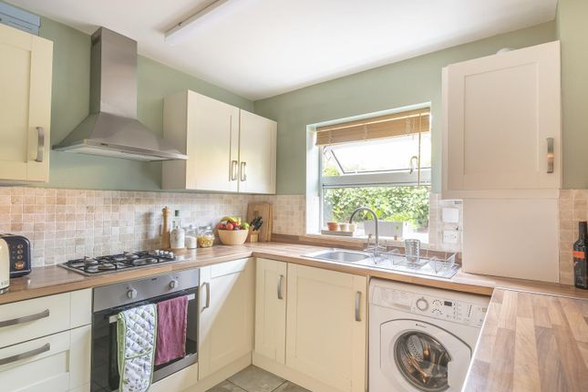 Kitchen of Coley Avenue, Reading RG1