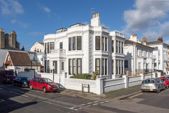 Thumbnail Flat for sale in Hove Place, Hove