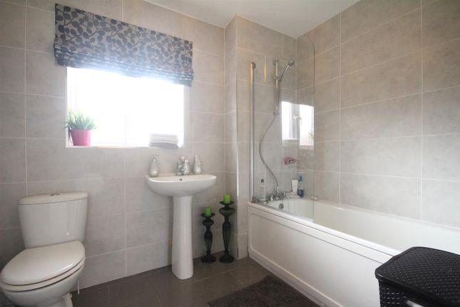 Bathroom of Cooper Crescent, Ferniegair, Hamilton ML3