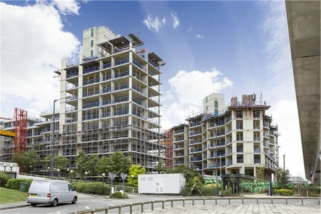 Thumbnail Flat for sale in Latitude House, Royal Wharf, London