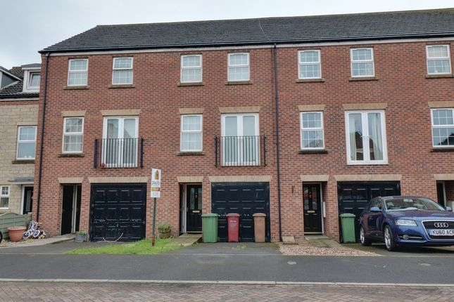 Thumbnail Terraced house to rent in Woodcross Avenue, Scunthorpe