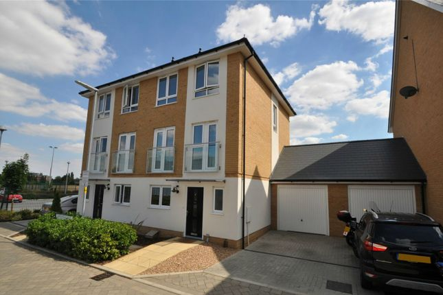Thumbnail Town house for sale in Appletree Way, Welwyn Garden City, Hertfordshire