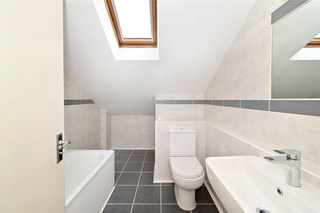 En Suite of Quay View Apartments, Arden Crescent, London E14