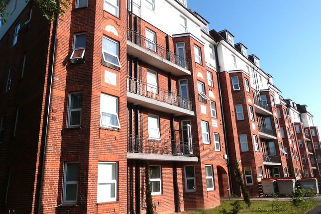 4 bed flat to rent in Brentview House, North Circular Road, Hendon, Golders Green