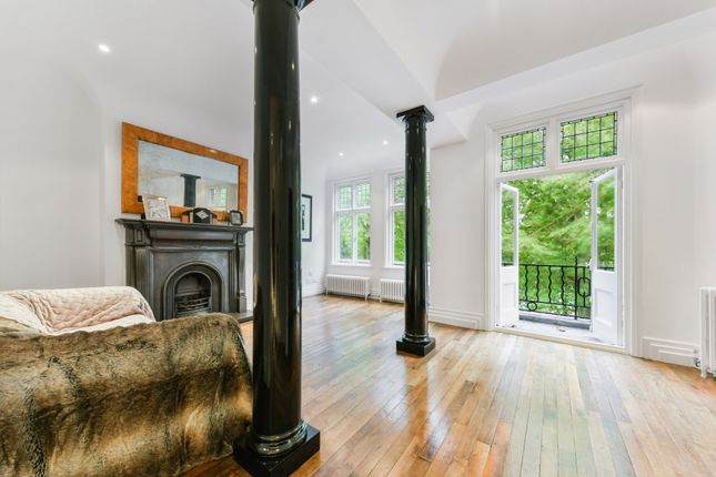 1 bed flat for sale in Bishops Park Road, Fulham SW6