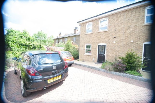 2 bed semi-detached house to rent in Tentelow Lane, Southall/Norwood Green