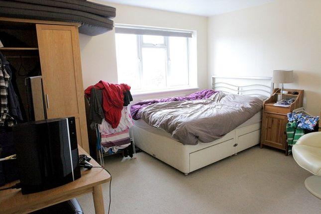 Thumbnail Flat to rent in Hadley Parade, High Street, Barnet