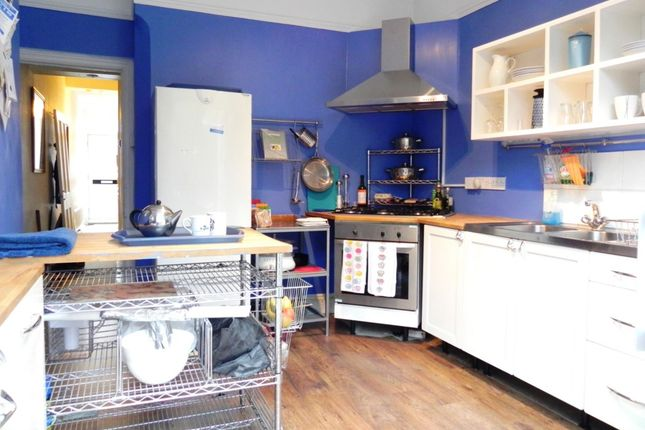 Thumbnail Semi-detached house to rent in Eswyn Road, Tooting