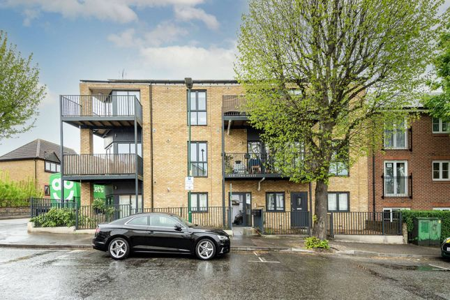 3 bed flat for sale in Lind Road, Sutton SM1
