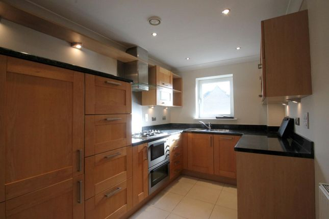 1 bed flat to rent in Kings Gate, Horsham