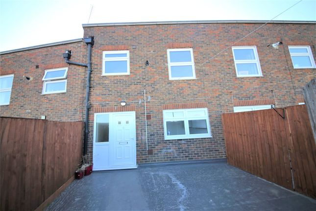3 bed maisonette to rent in Kings Parade, King Street, Stanford-Le-Hope SS17