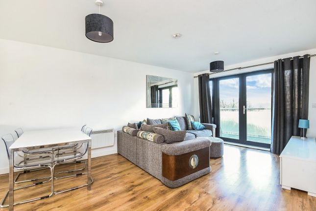 Thumbnail Flat for sale in Friern Barnet Road, London