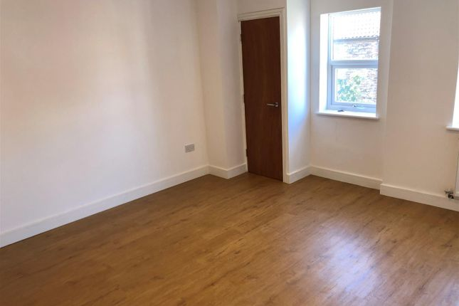 Flat to rent in South Road, Waterloo, Liverpool