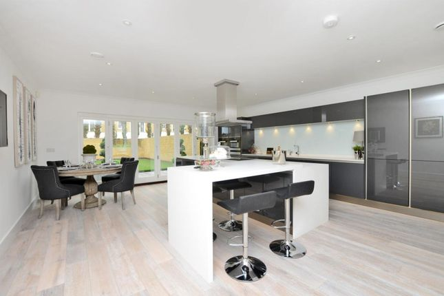 Thumbnail Town house to rent in Claygate Lane, Thames Ditton