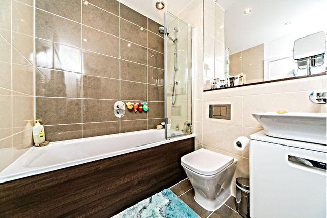 Bathroom of Drake Way, Reading RG2
