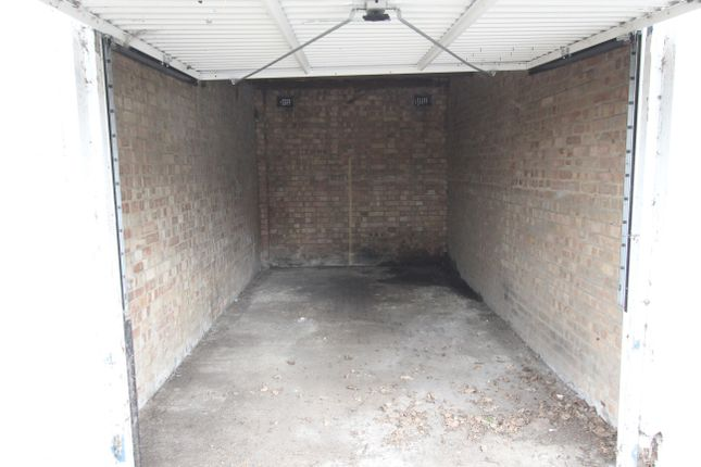 Parking/garage to rent in Hertford Road, Enfield