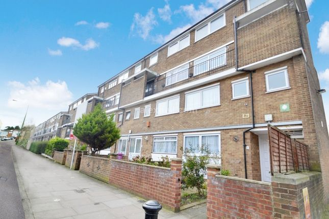 Thumbnail Maisonette to rent in Glengall Grove, London