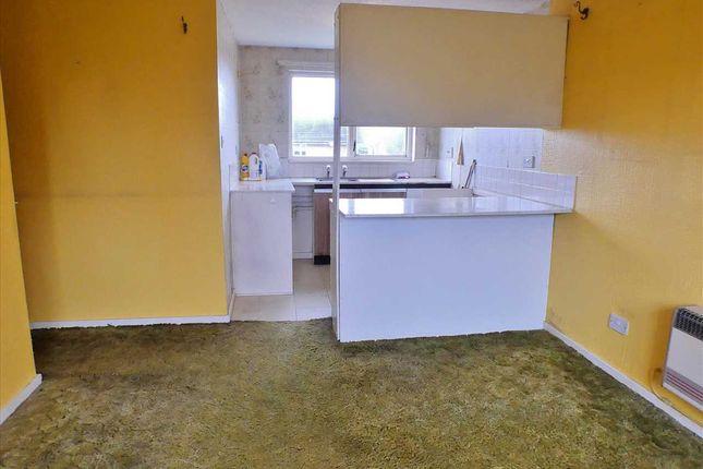 Lounge & Kitchen (2)