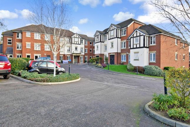 Thumbnail Flat to rent in Hadlow Road, Tonbridge