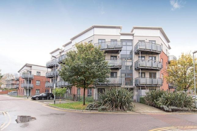 Thumbnail Flat to rent in Hale House, Berber Parade, London
