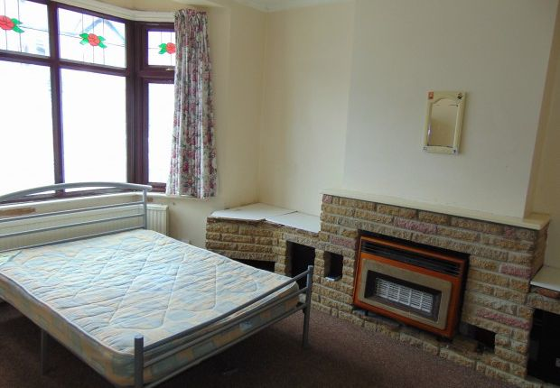 Thumbnail Terraced house to rent in Kingston Road, Ilford