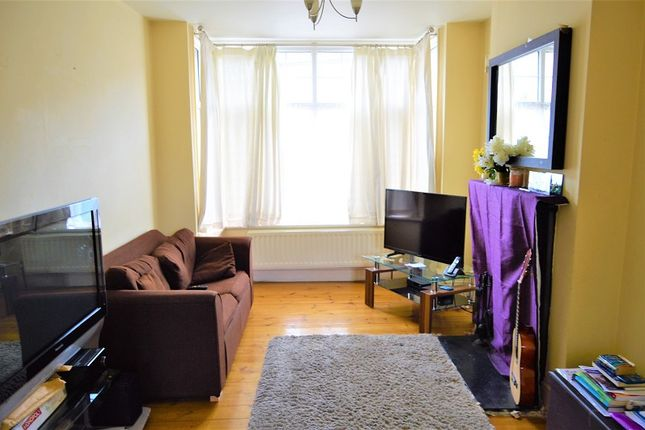 Thumbnail Terraced house to rent in Kings Road, Slough, Berkshire.