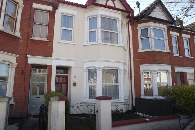 Thumbnail Terraced house to rent in Rochford Avenue, Westcliff
