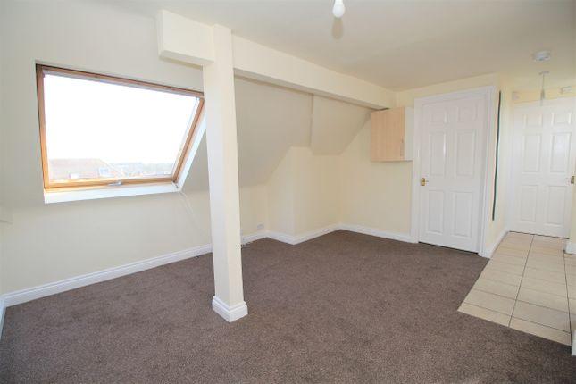 Thumbnail Flat to rent in Edward Road, Alton