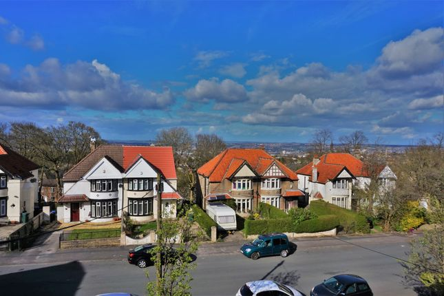 2 bed flat to rent in Windermere Road, Bradford