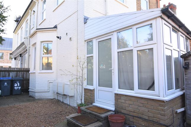 Flat to rent in Glenville Road, Kingston Upon Thames