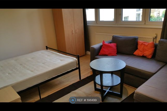 3 bed flat to rent in Grayson House, London EC1V