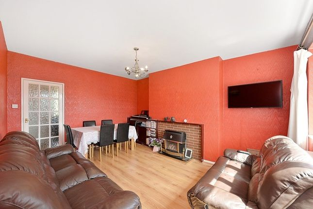 3 bed flat to rent in Peterborough Road, Fulham