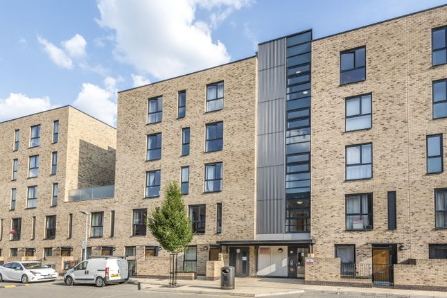 Thumbnail Flat for sale in Parade Gardens, London