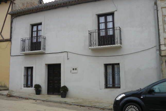 Thumbnail Town house for sale in Hoyales De Roa, Burgos, Castile-Leon, Spain