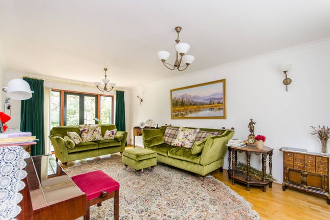 Thumbnail Property for sale in Fitzjames Avenue, Croydon
