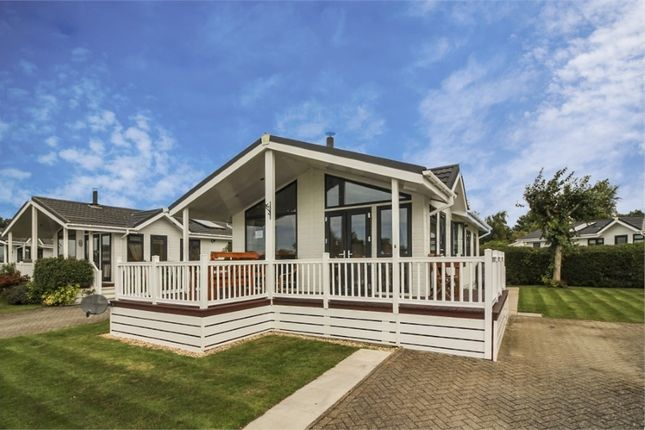 2 bed mobile/park home for sale in Portskewett, Caldicot NP26