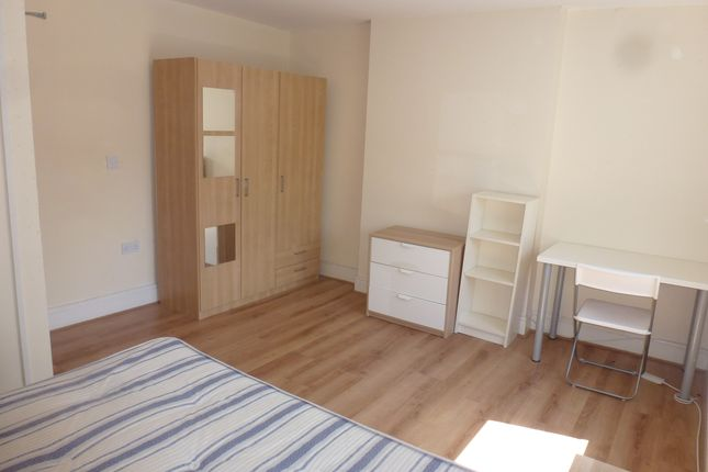 Thumbnail Maisonette to rent in City Road, Roath