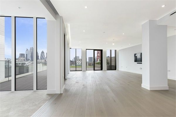 Thumbnail Flat to rent in Admiralty House London Dock, 150 Vaughan Way, Wapping