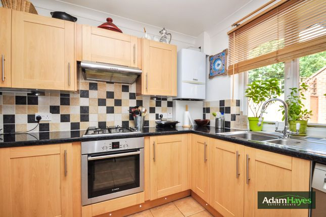 Thumbnail Terraced house for sale in Avenue Road, North Finchley