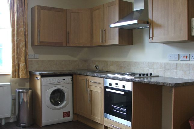 Studio to rent in Hawks Road, Kingston Upon Thames